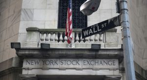 NEW YORK, NY - AUGUST 27: The New York Stock Exchange stands on Wall Street on August 27, 2013 in New York City. The Dow Jones Industrial Average fell 170 points on fears of a possible U.S. attack on Syria. (Photo by John Moore/Getty Images)